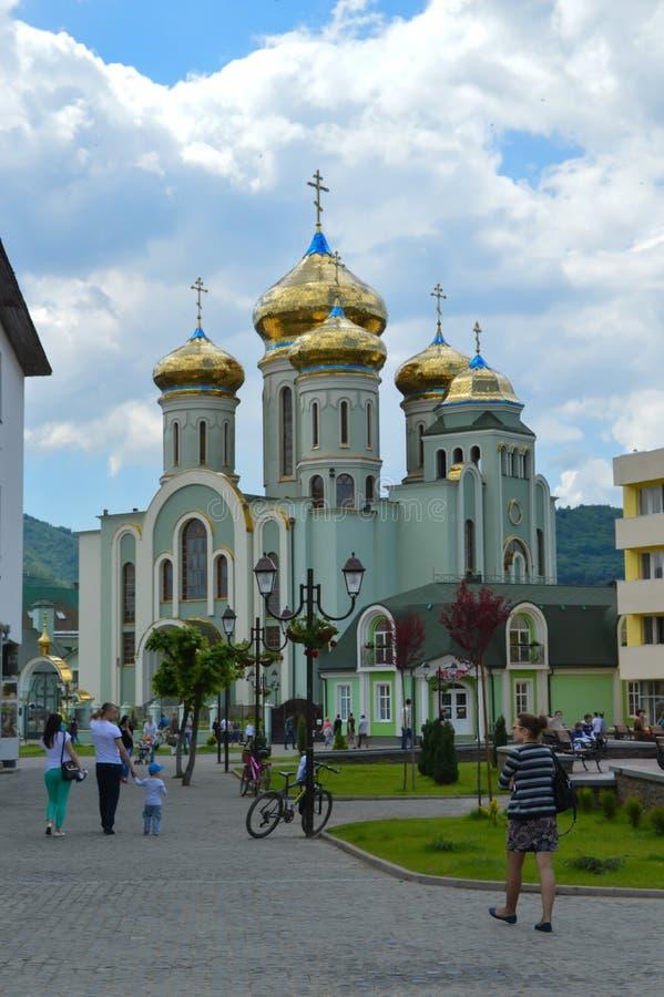 Catedral de Saint Cyril e de Methodius em Khust, Ucrânia o 3 de maio de 2016 fotos de stock