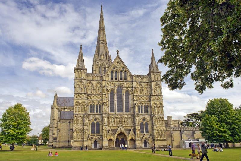 Catedral de Salisbúria em Inglaterra imagens de stock royalty free