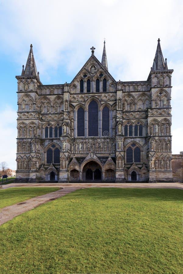 Catedral de Salisbúria, Wiltshire, Inglaterra - detalhe dianteiro fotos de stock royalty free