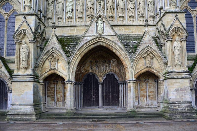 Catedral de Salisbury - Front Entrance del oeste, Salisbury, Wiltshire, Inglaterra imagenes de archivo