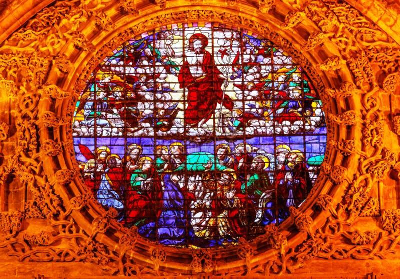 Catedral de Sevilla del vitral de la ascensión de Cristo imagen de archivo