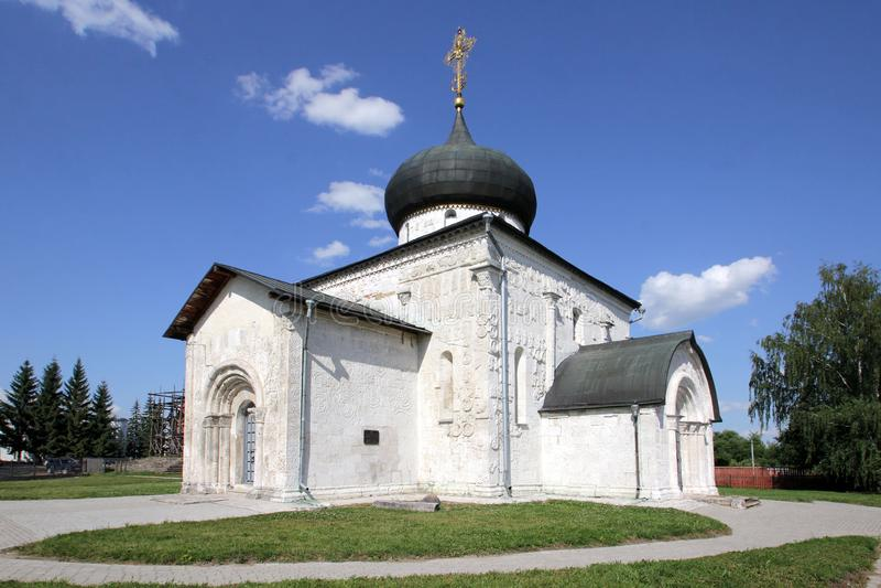 Catedral de St George — catedral de pedra branca na cidade Yuryev-Polsky, Rússia fotografia de stock royalty free