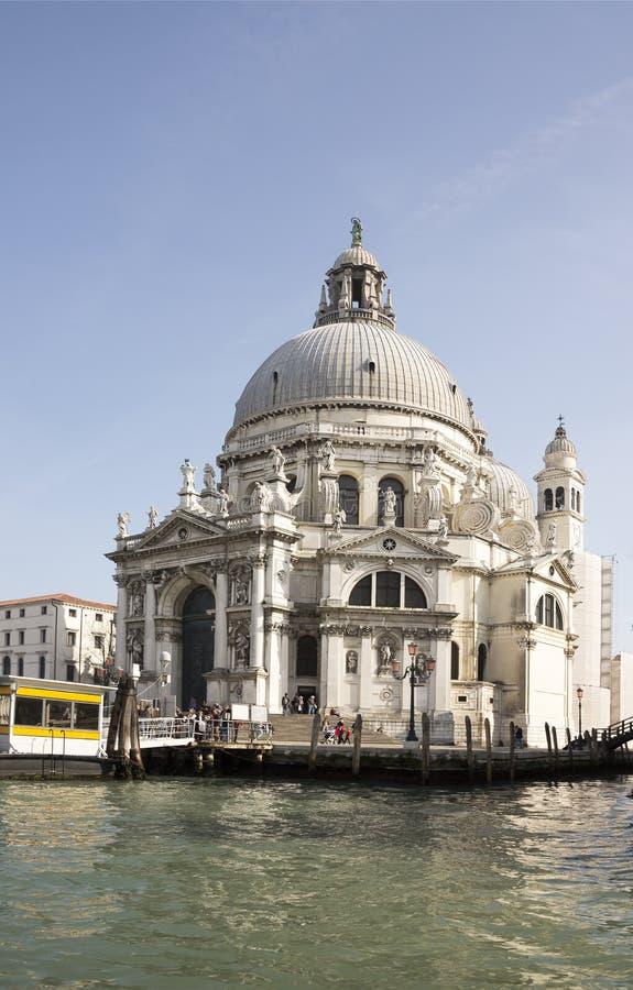 A catedral de St Mary da saúde com barcos fotos de stock royalty free
