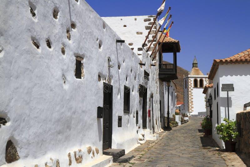 Catedral de St Mary de Betancuria em Fuerteventura foto de stock