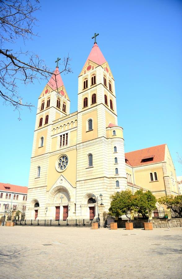 A catedral de St Michael em Qingdao foto de stock