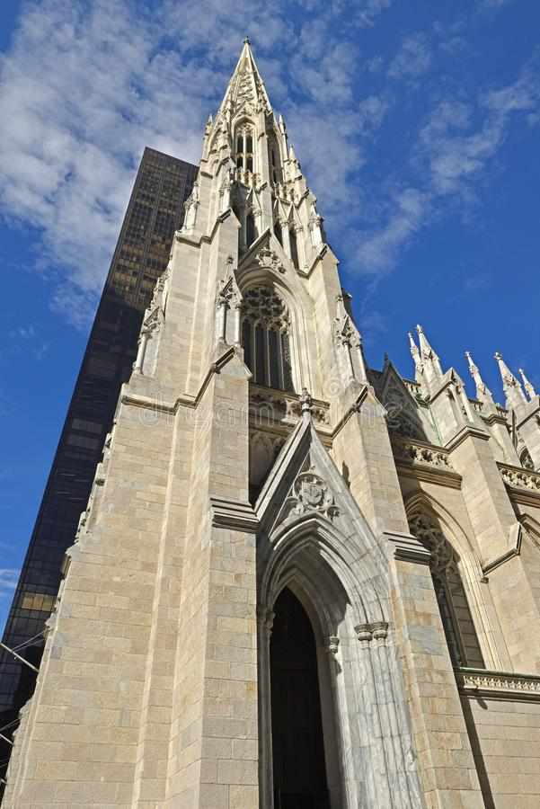 Catedral de St Patrick 1879, iglesia adornada de la catedral de Roman Catholic del Neo-Gótico-estilo, señal prominente de New Yor fotografía de archivo