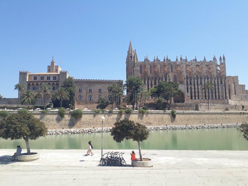 Catedral de StMaria e de Royal Palace Mallorca fotos de stock royalty free