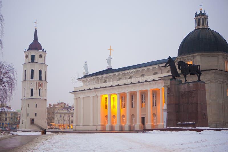 Catedral de Vilnius en el amanecer fotografía de archivo
