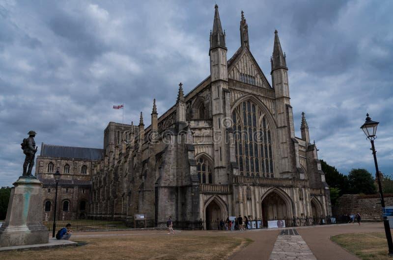 Catedral de Winchester en un día nublado foto de archivo