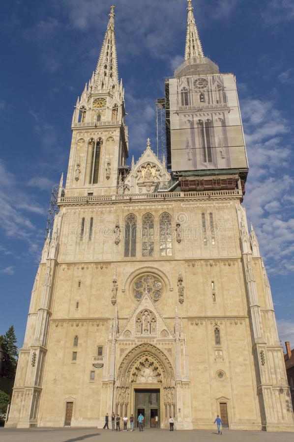 Catedral de Zagreb, visitada frequentemente por turistas fotografia de stock royalty free