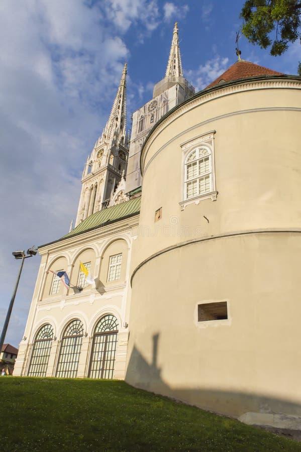 Catedral de Zagreb, visitada frequentemente por turistas foto de stock