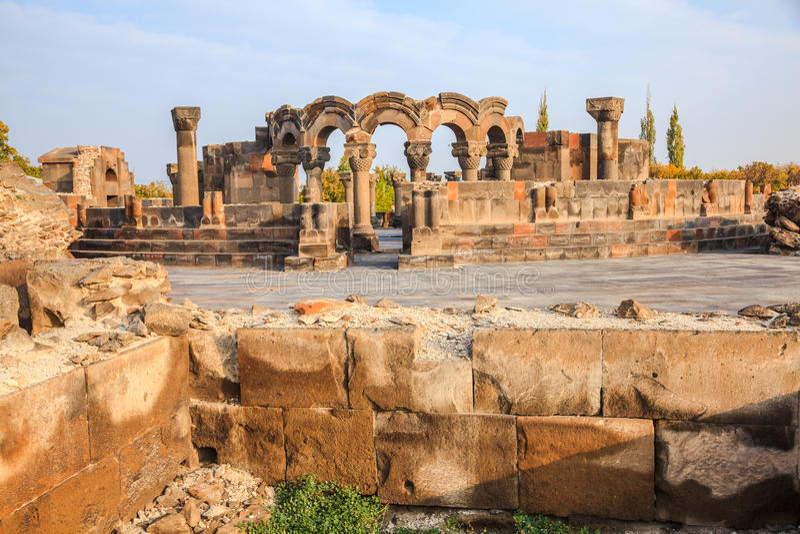 Catedral de Zvartnots em Echmiadzin imagens de stock