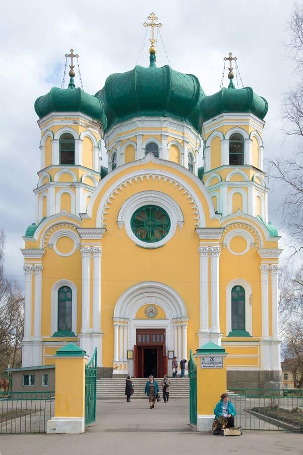 Catedral del apóstol Pavel del santo por la tarde nublada de abril Región de Leningrad foto de archivo libre de regalías