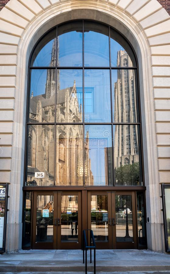 Catedral del aprendizaje y de Heinz Chapel en la universidad de Pittsburgh imágenes de archivo libres de regalías