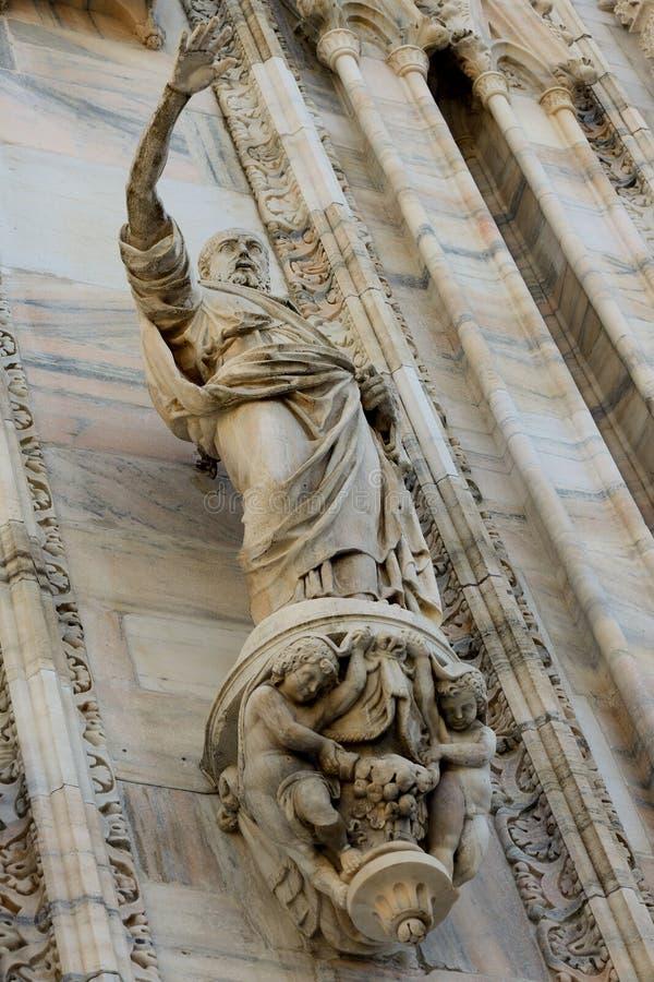 Catedral del Duomo del detalle de la fachada de Milán foto de archivo