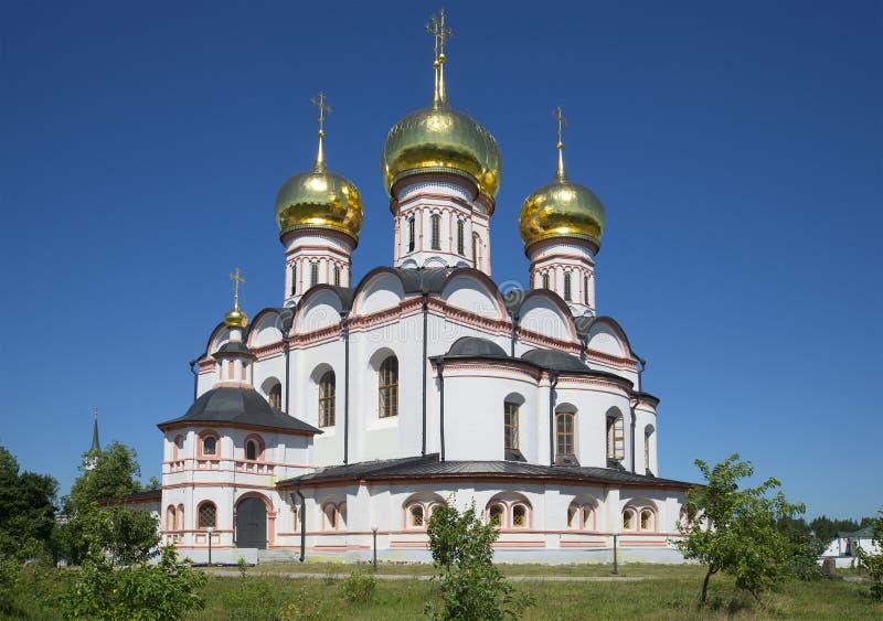 Catedral del icono de Iver, día de verano Monasterio de Svyatoozerskaya Valday Iversky Bogoroditsky foto de archivo