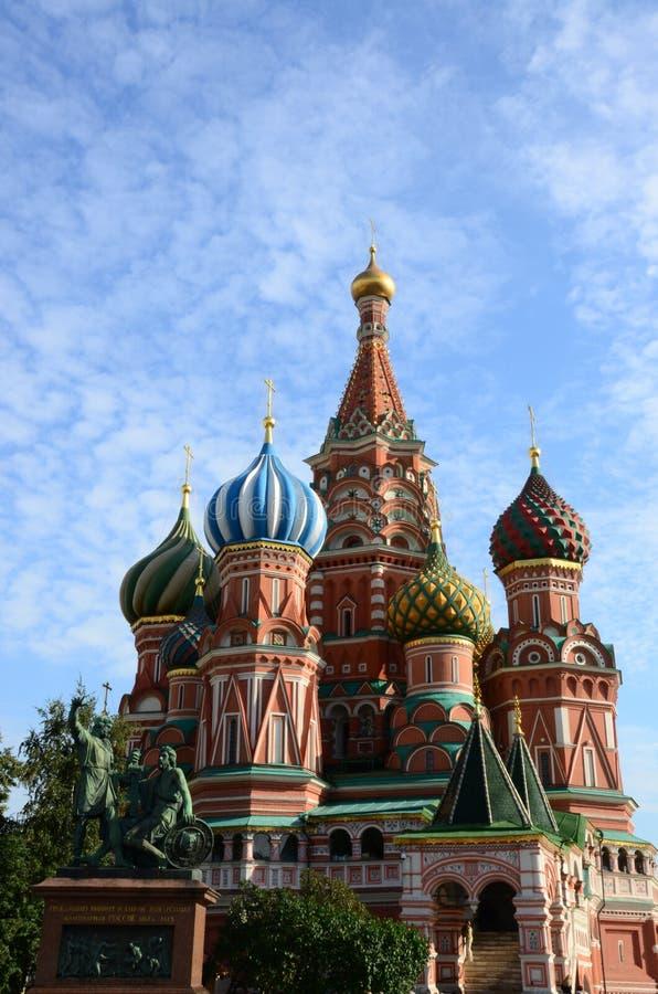 Catedral del ` s de la albahaca del St - señales de Moscú de la Plaza Roja foto de archivo