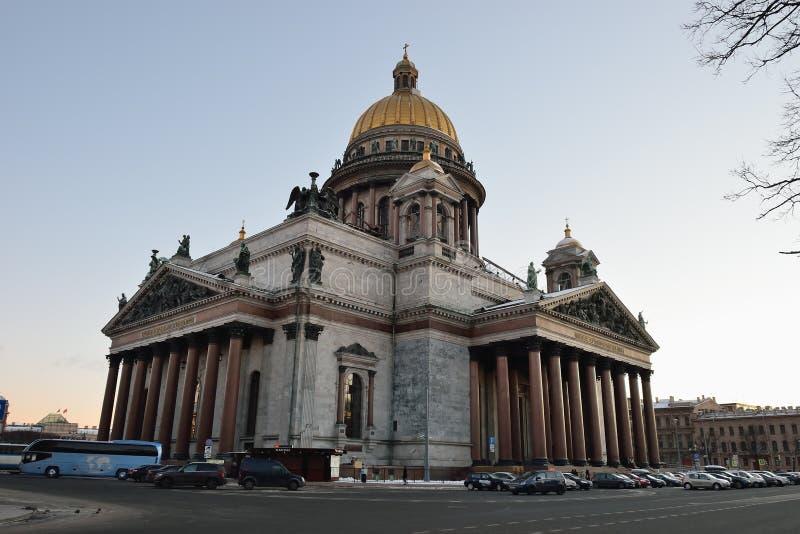 Catedral del ` s del St Isaac por la tarde del invierno imágenes de archivo libres de regalías