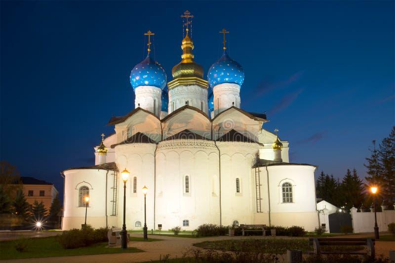 A catedral do aviso no Kremlin de Kazan pode sobre noite kazan imagens de stock