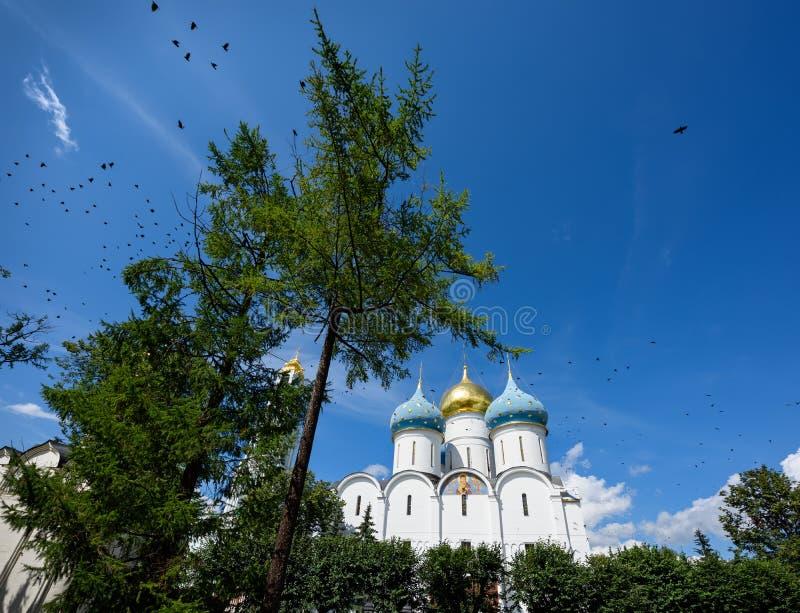 Catedral do Dormition na trindade Lavra de St Sergius em Sergiev Posad, região de Moscou, Rússia foto de stock royalty free