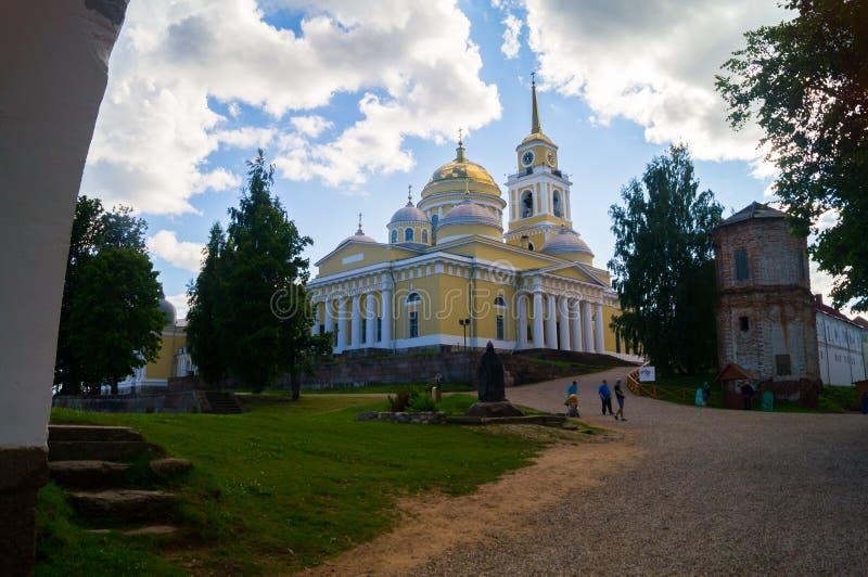 A catedral do esmagamento no monastério de Nilov, fundado por Saint Nilus em 1594 no lago Seliger, região de Tver Um da maioria d fotos de stock