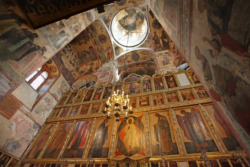 A catedral do interior da suposição, Kremlin de Moscou imagem de stock