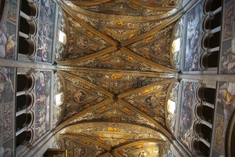 Catedral do romanesque do teto em Parma foto de stock royalty free