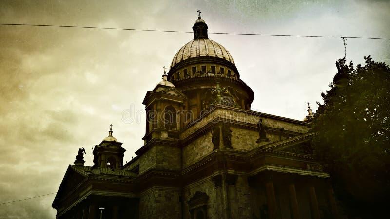 Catedral do `s de Isaac de Saint Escuro e glorioso imagens de stock