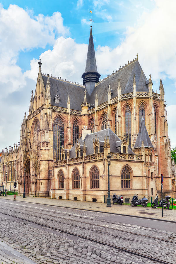 Catedral do ` s de Notre Dame du Sablon em Bruxelas imagens de stock