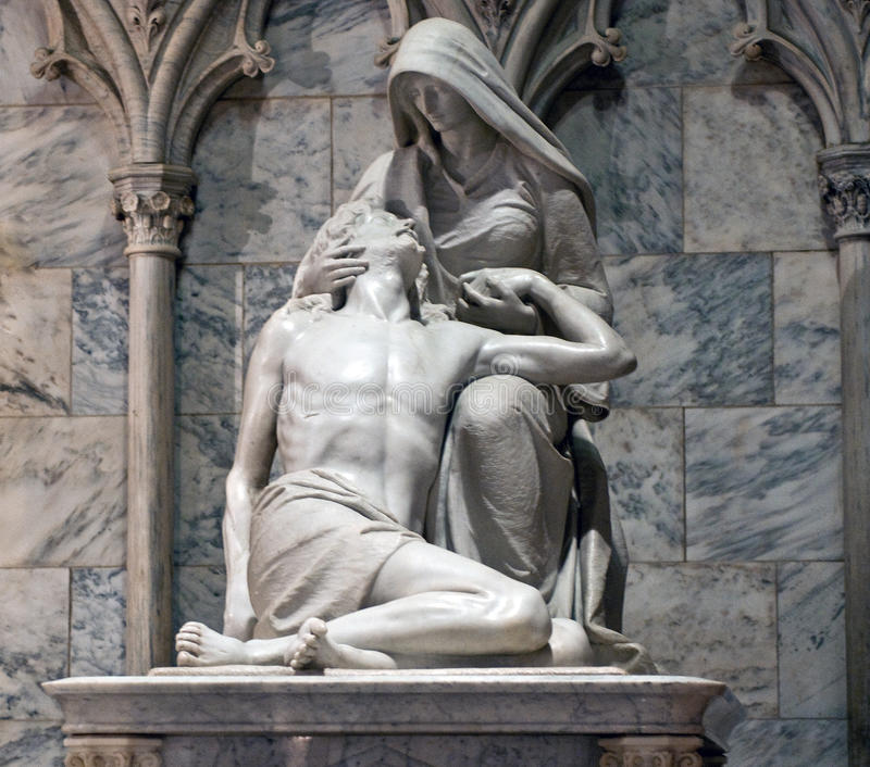 Catedral do ` s de Sculptue St Patrick do Pieta fotos de stock royalty free