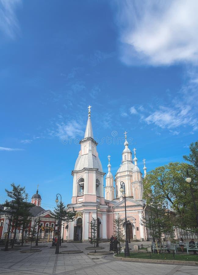 Catedral do ` s de St Andrew em Vasilyevsky Island em St Petersburg, R?ssia fotografia de stock