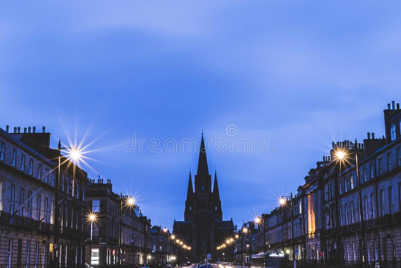 Catedral do ` s de St Mary no crepúsculo em Edimburgo fotos de stock royalty free