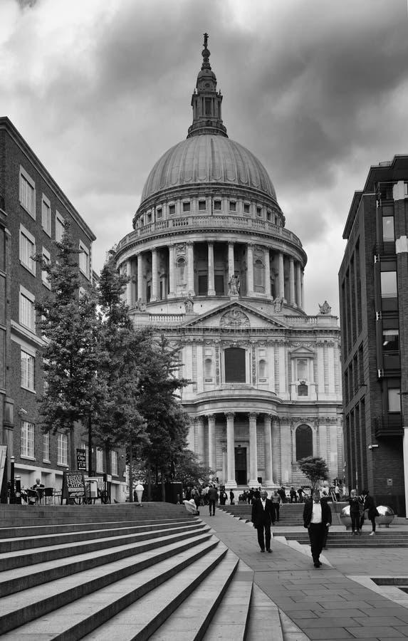 Catedral do ` s de St Paul em Londres imagens de stock