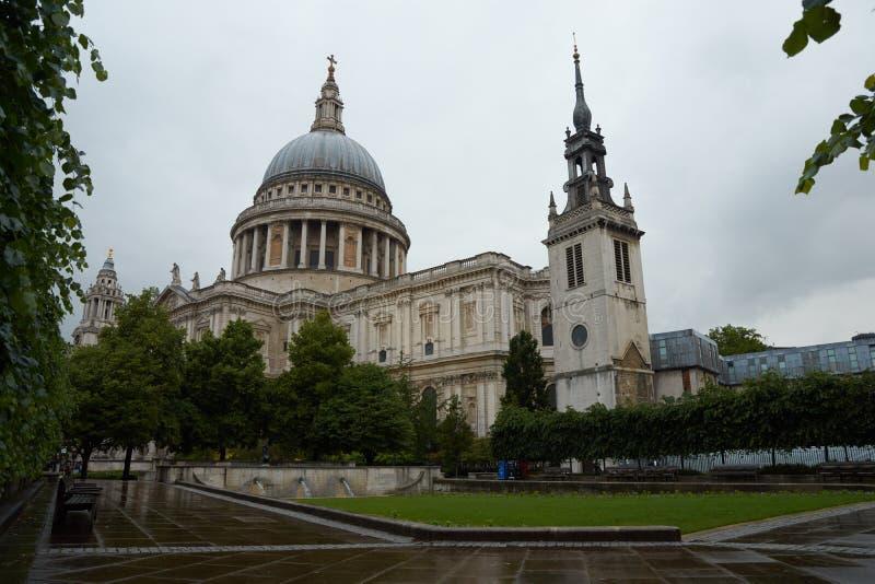 Catedral do ` s de St Paul em Londres fotos de stock royalty free