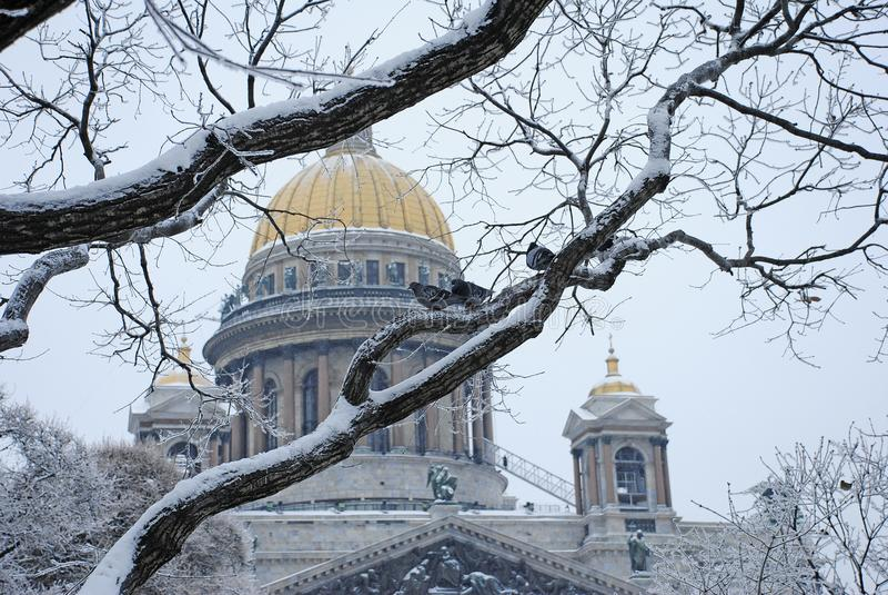 Catedral do ` s do St Isaac em St Petersburg imagem de stock royalty free