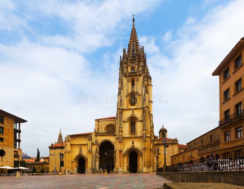 Catedral do San Salvador no verão Oviedo fotografia de stock royalty free