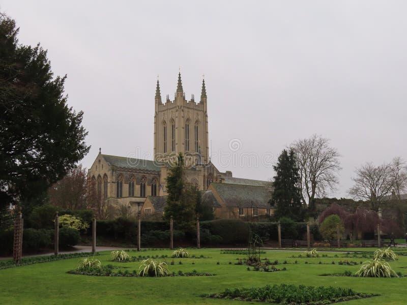 Catedral do St Edmundsbury de Abbey Gardens foto de stock