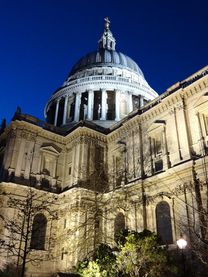 Catedral do St Paul's na noite imagem de stock royalty free