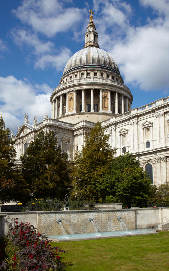 Download Catedral Do St Paul Em Londres Imagem de Stock - Imagem de saint, tourism: 12811647