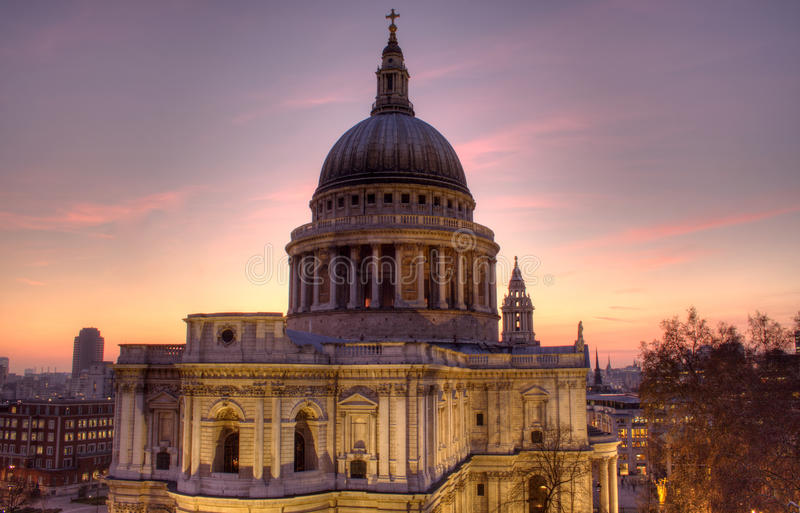 Catedral do St Paul no crepúsculo fotografia de stock