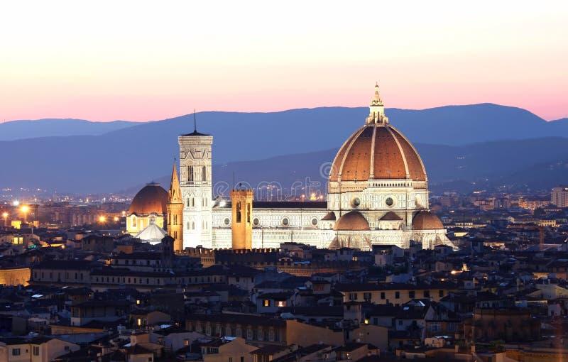 A catedral e a abóbada de Brunelleschi imagens de stock royalty free