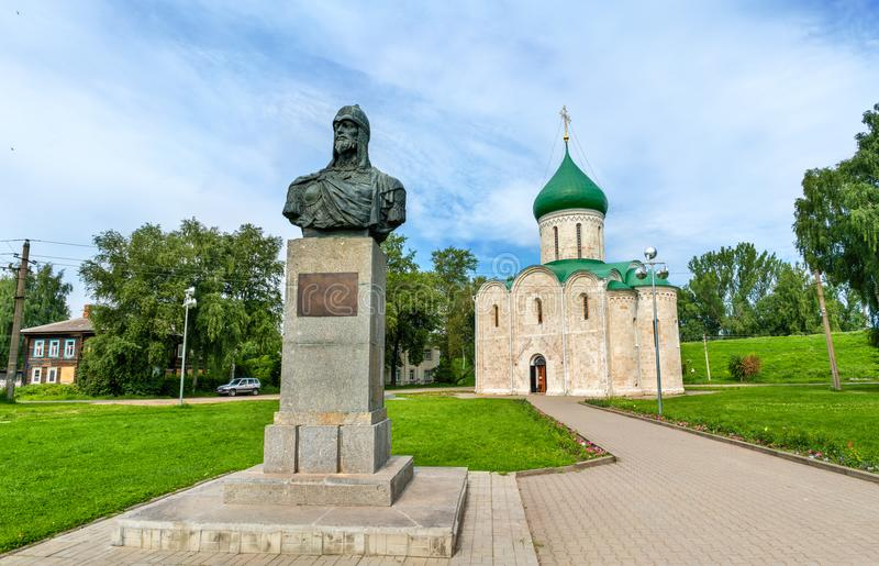 Catedral e monumento da transfiguração a Alexander Nevsky no Kremlin, Pereslavl-Zalessky, Rússia fotos de stock royalty free