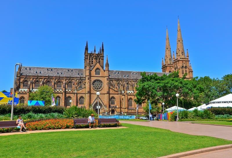 A catedral e o Hyde Park de St Mary em Sydney fotos de stock