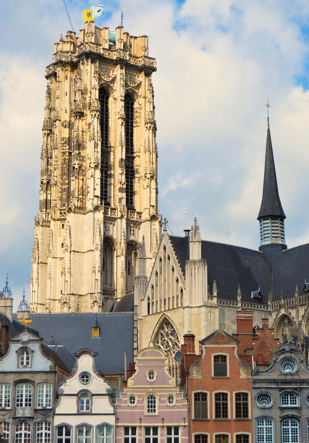 Catedral em Mechelen Bélgica imagens de stock royalty free
