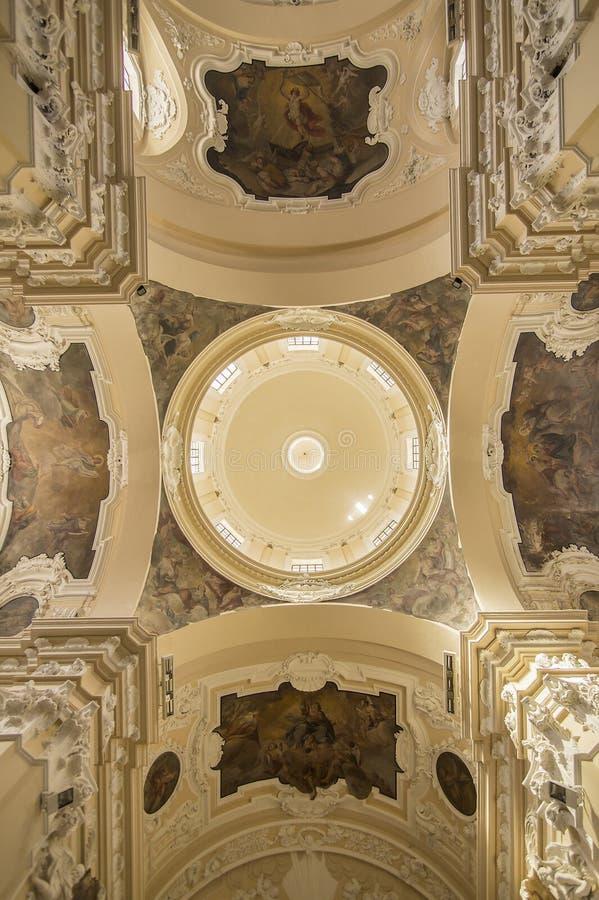 Catedral em Sulmona, Abruzzo, Itália imagem de stock