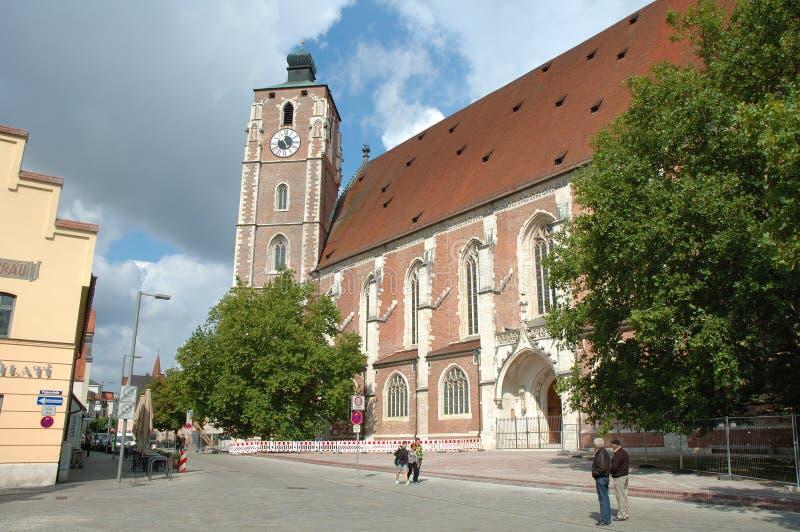 Catedral en la calle de Kreuzstrasse en Ingolstadt en Alemania foto de archivo libre de regalías