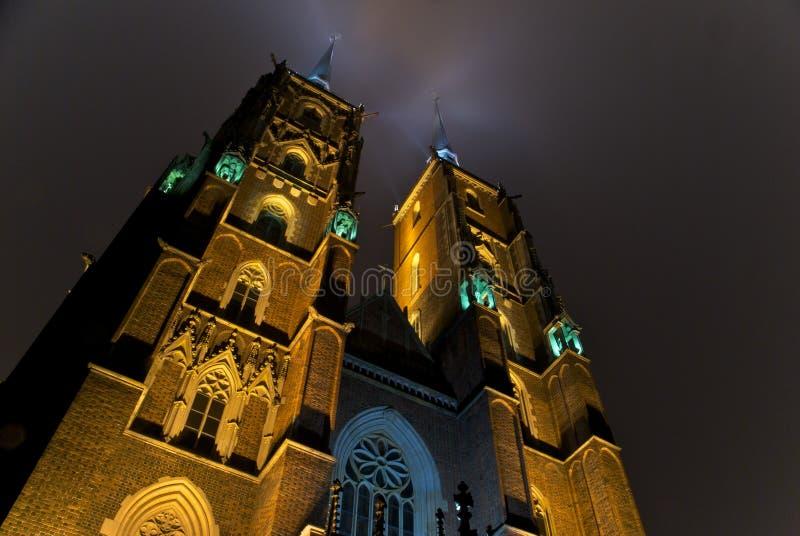 Catedral en WrocÅaw por noche imagen de archivo