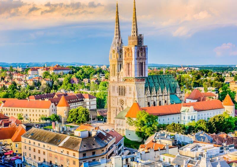 Catedral en Zagreb, Croatia fotografía de archivo