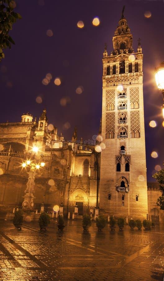 Catedral España de Sevilla del campanario de Giralda imagen de archivo