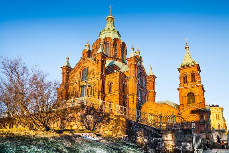 Catedral famosa de Uspenski en la puesta del sol en Helsinki, Finlandia foto de archivo